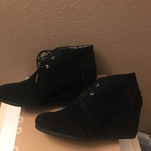 New Size 9 Toms Black Desert Wedge Bootie